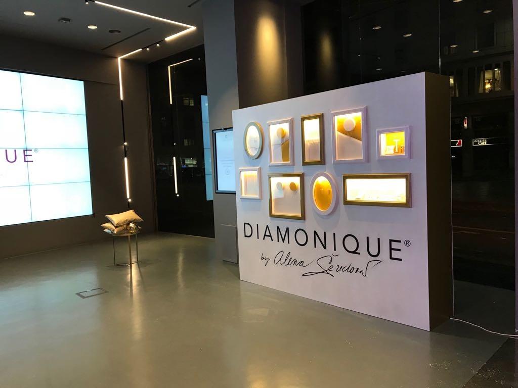 Allestimento presentazione gioielli DIAMONIQUE by ALENA SEREDOVA