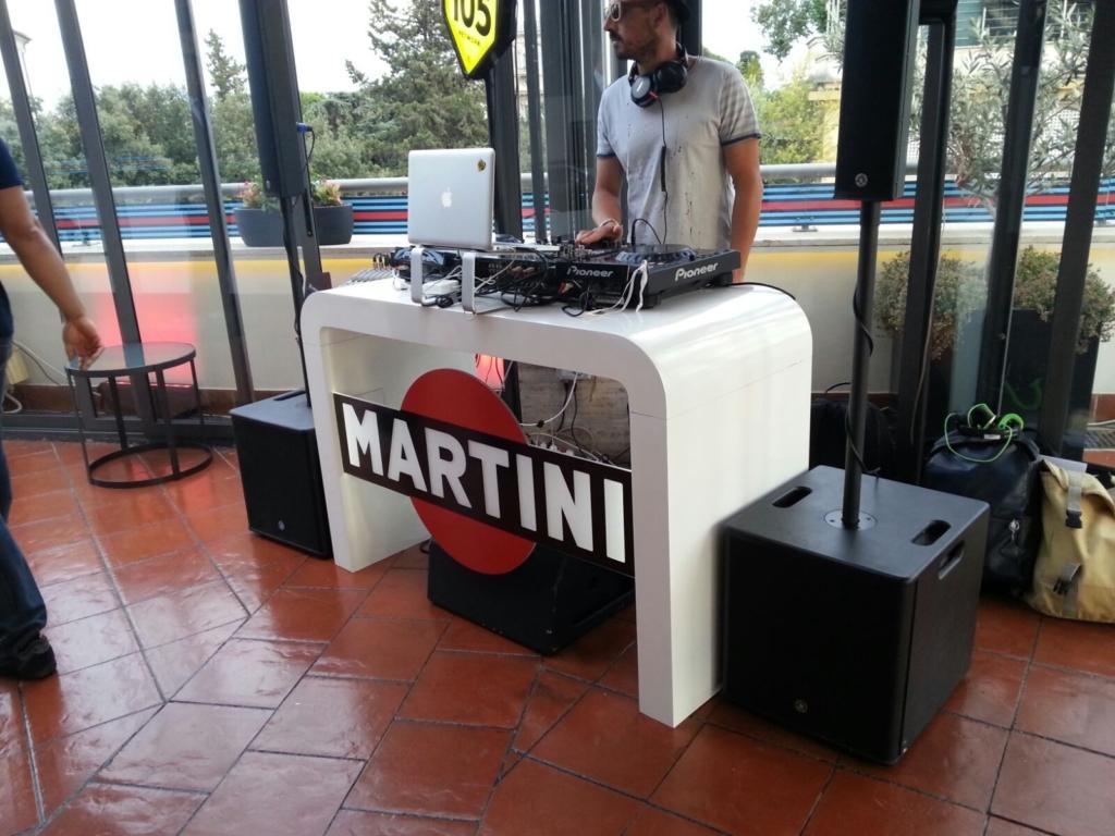 Creazione consolle DJ per MARTINI e insegna luminosa RADIO 105