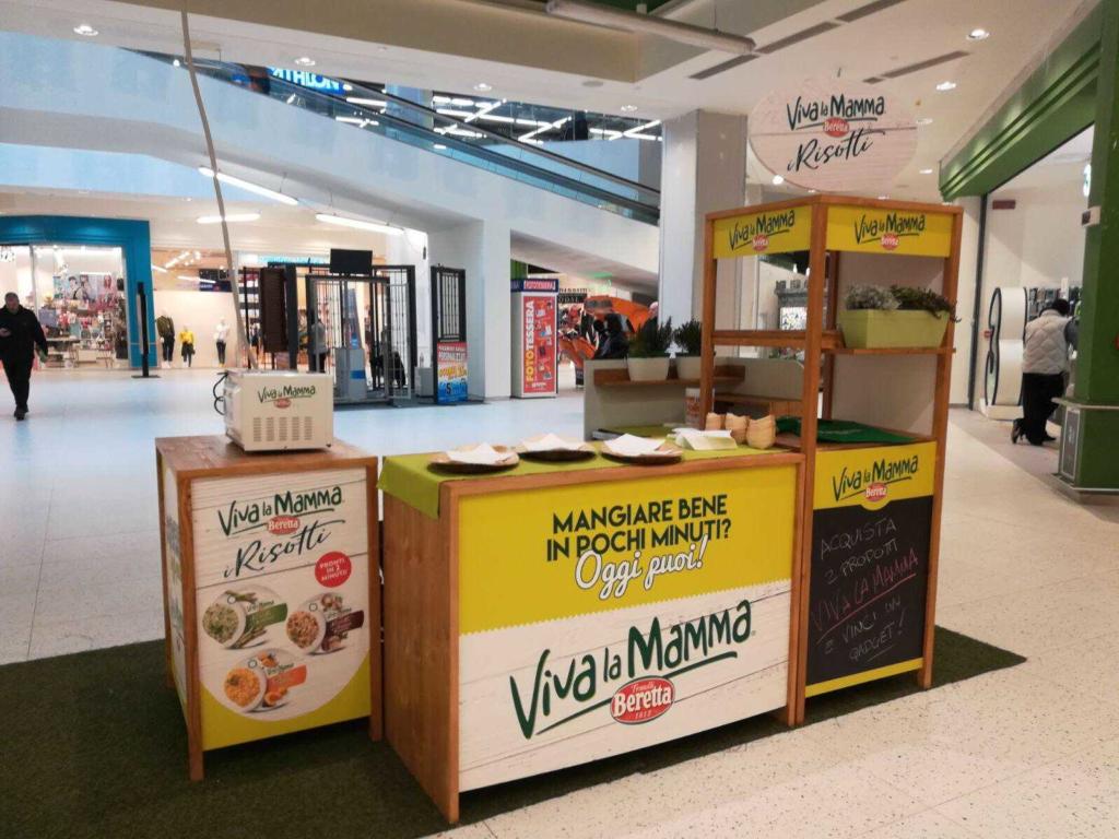 Allestimento per centri commerciali VIVA LA MAMMA by BERETTA